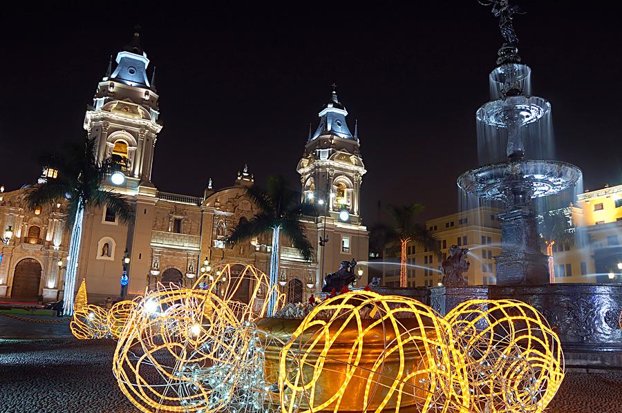 Пласа де Армас, Лима, Перу