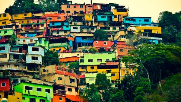 Разноцветные дома Эль-Атилло, Каракас, Венесуэла, Южная Америка