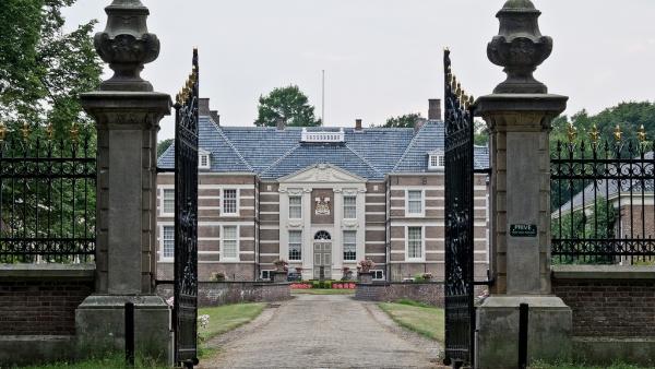 Альмело - это небольшой и удивительно мирный город в Нидерландах, где вмест